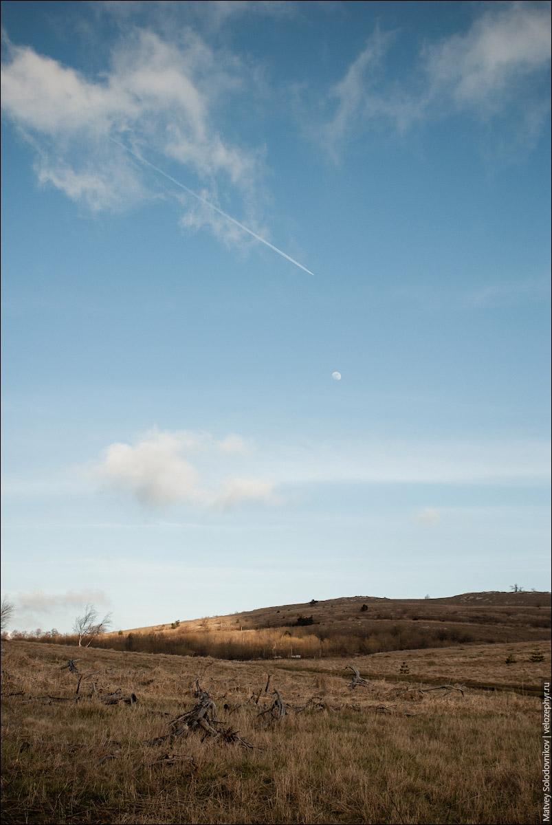 Сопки и луна