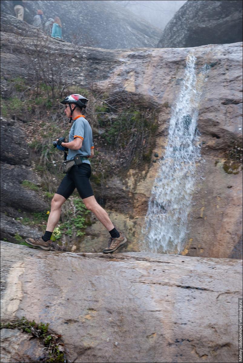 Водопад Джурла на фоне Авроры