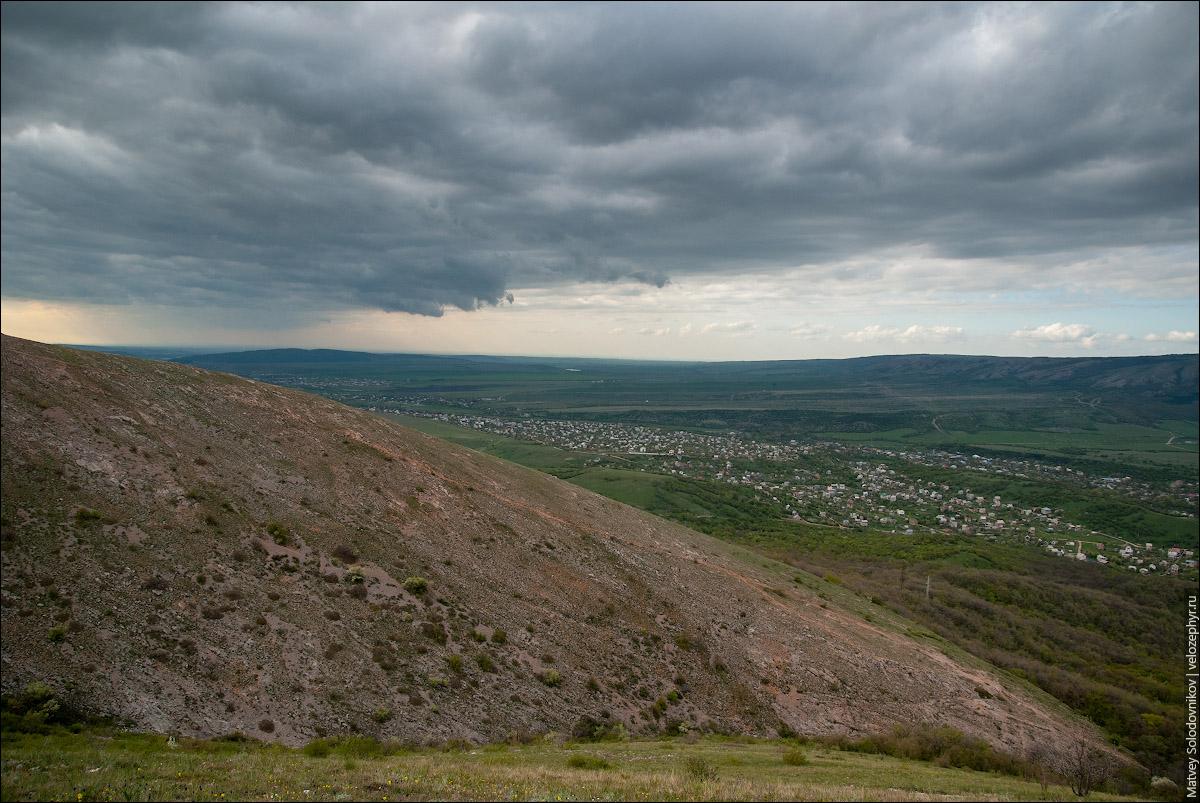 Вид на Перевальное и на Орлиное ущелье