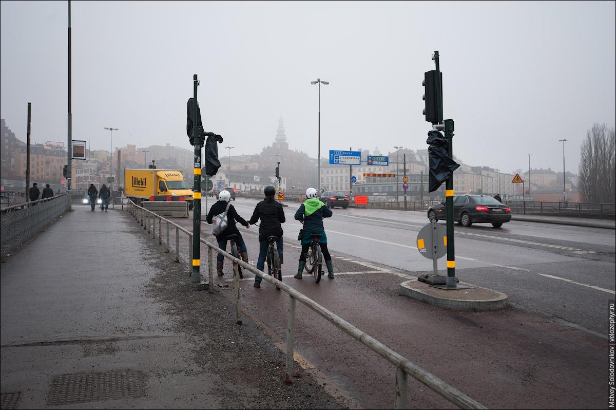 Три велосипедистки