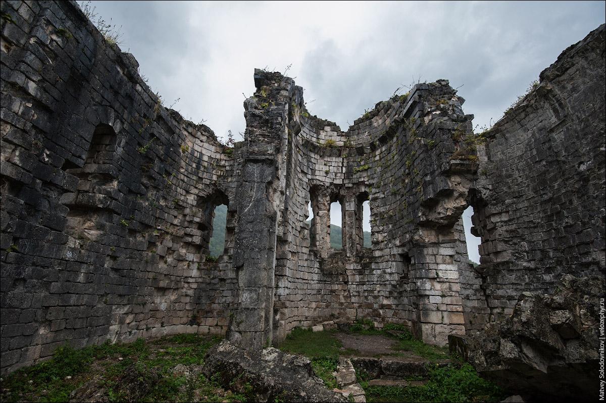 Бзыбский храм. Внутри