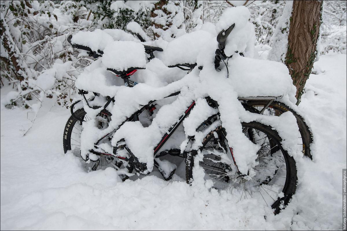 Наши занесенные снегом велосипеды