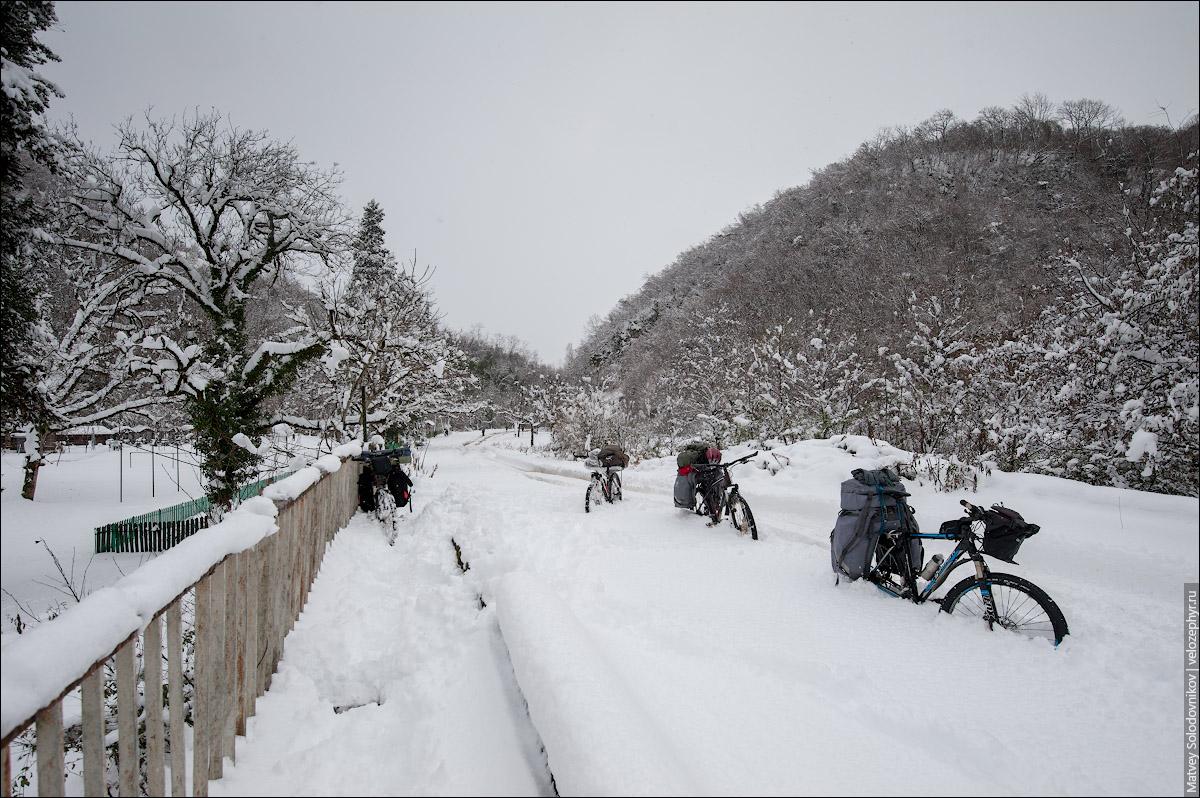 Наши велосипеды утопают в снегу