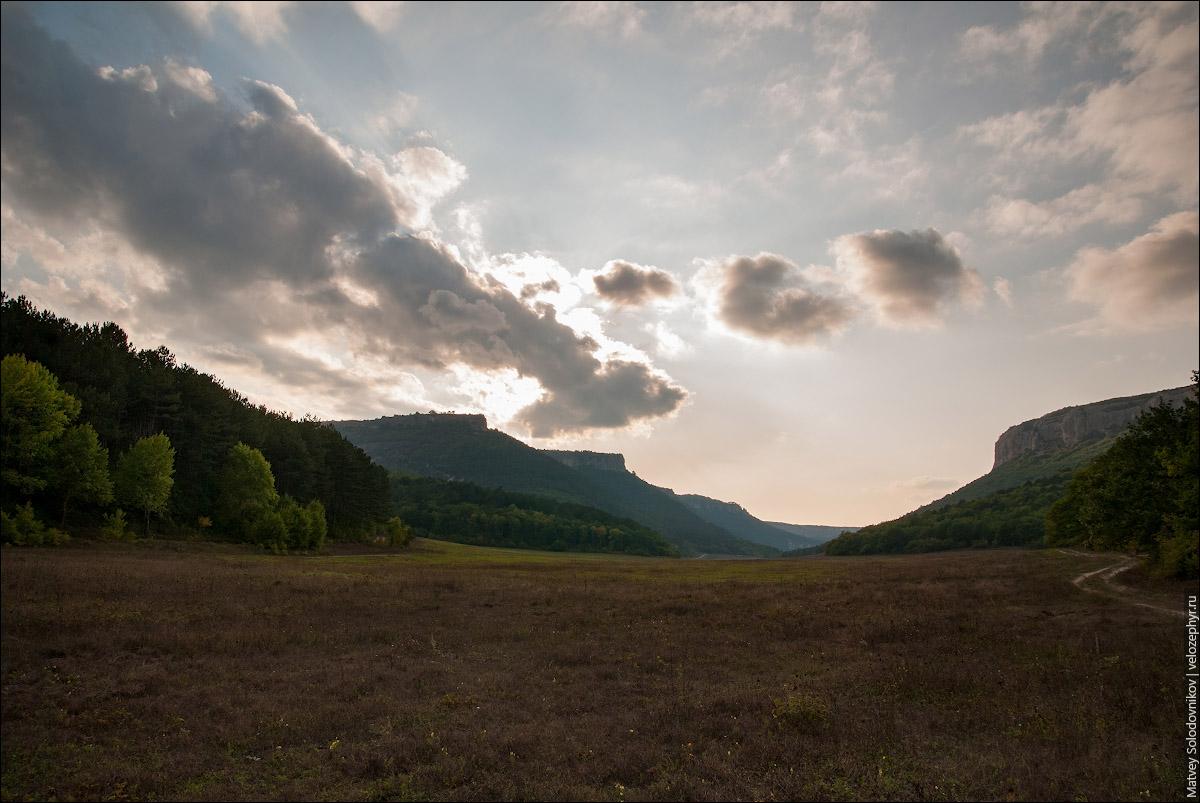Мангуп на фоне неба