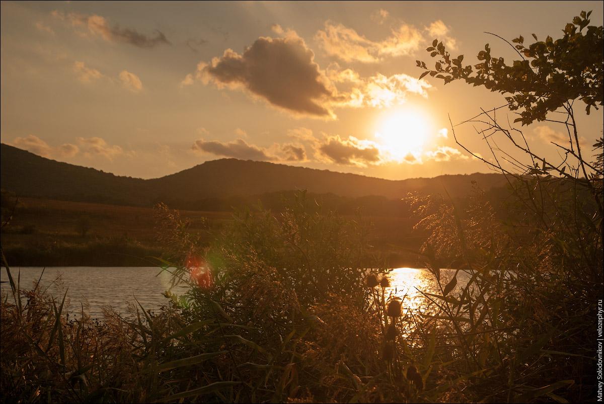 На озере. Закат