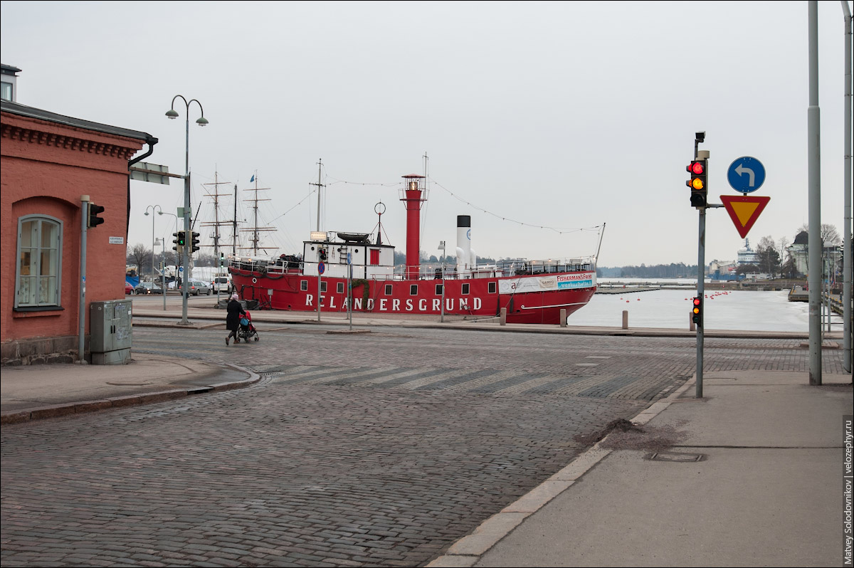 Кораблик на набережной