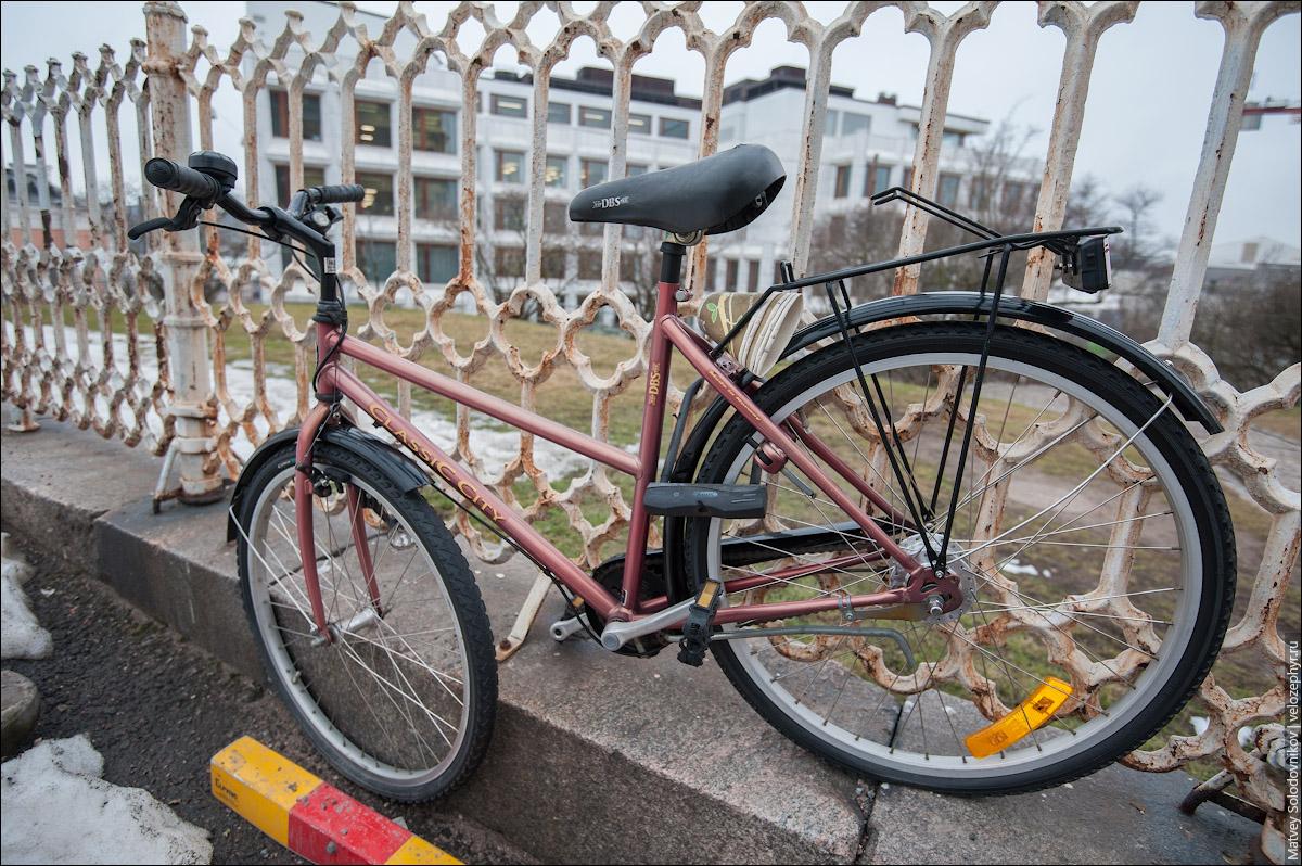 Велосипед у собора