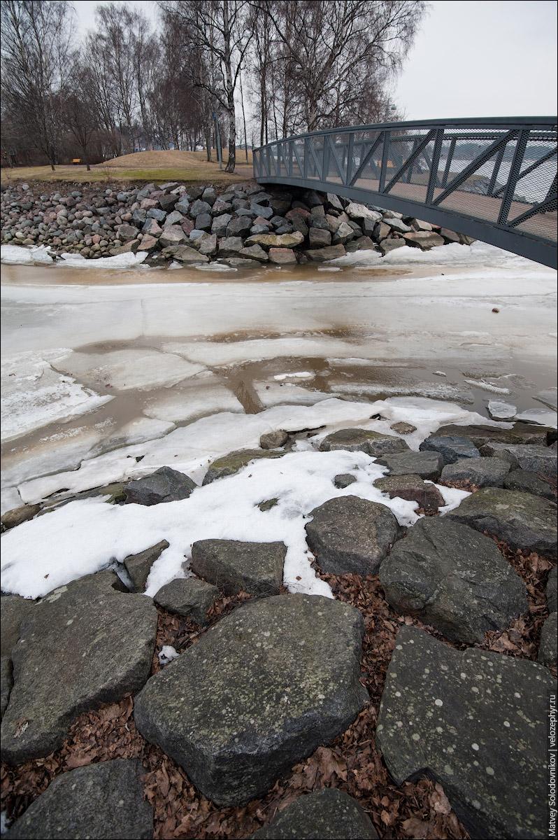 Камни у моста