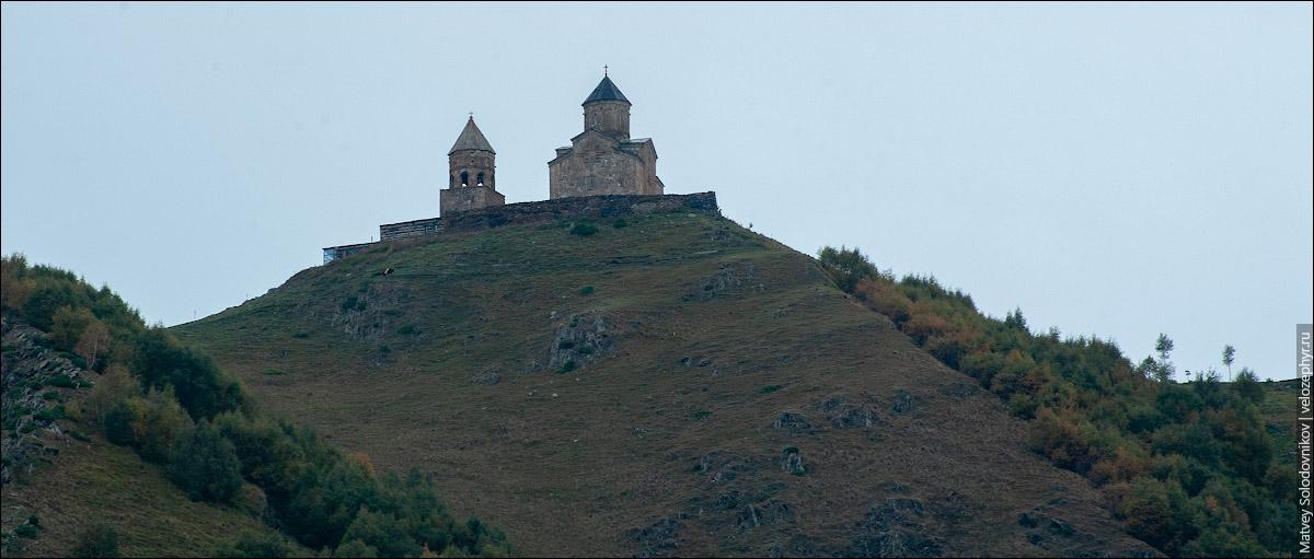 Церковь Гергети утром