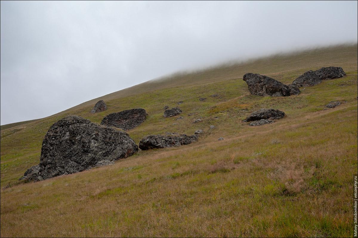 Огромные камни