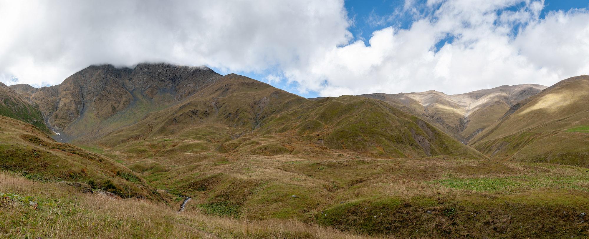 Панорама спуска с перевала
