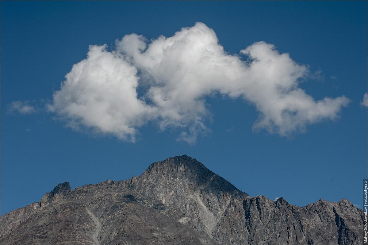 Гора и облако