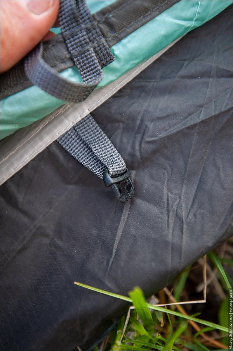 Верхний фастекс (от внешнего тента) нужно соединить с нижним (от внутренней палатки)